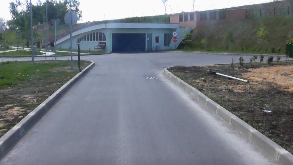 Дорога в коттеджном поселке после 4-х лет эксплуатации. Московская область
